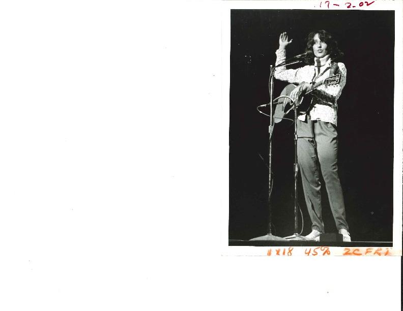http://history.caffelena.org/transfer/Performer_File_Scans/baez_joan/Baez__Joan___photo___B_and_W_6.26.79.pdf