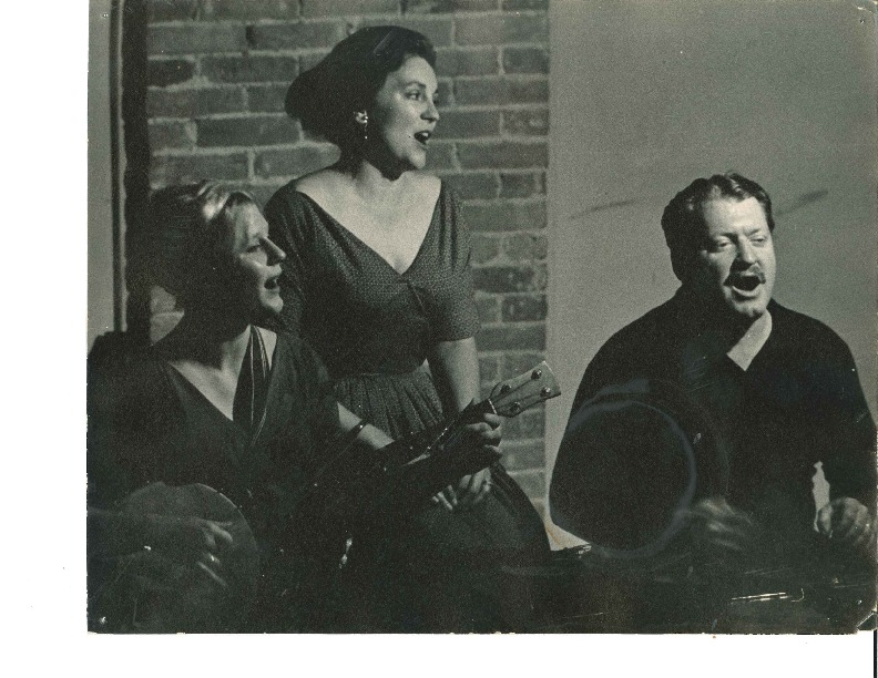 http://history.caffelena.org/transfer/Performer_File_Scans/beers_bob_evelyne/Beers__Bob_and_Evelyne___photograph___playing_at_Caffe_Lena.pdf